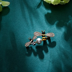 Vintage Animal Bee Dog Brooches for Women Plant Insect Spider Pearl Brooch Pin Fashion Dress Coat Accessories Cute Jewelry animal1