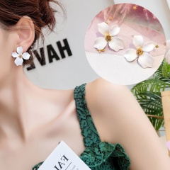 1 Pair Small Fresh Flower Earrings For Women White