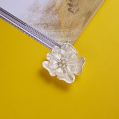Rinhoo Camellia Flower Brooch pins plant Brooches For women Dressing Decoration Fashion Beautiful Jewelry Modern Girl Gift flower 1