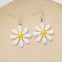 Resinous Daisy flower earrings white