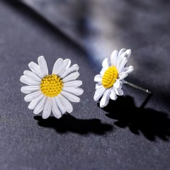 Daisy flower earrings 1