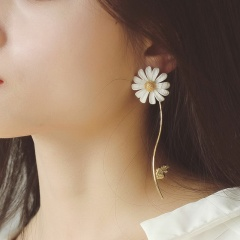 Long Daisy lacquered earrings Daisy