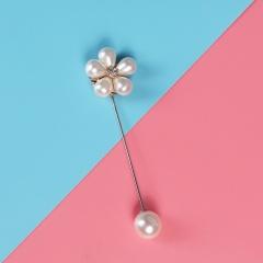 Flower a word pearl brooch 1