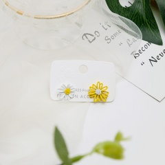 Hollow out asymmetric Daisy stud earrings White-Yellow