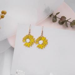 Daisy petal stud earrings Yellow