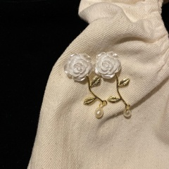 Retro Stereo Rose And Pearl Pendant Earrings With Nail Earrings White rose