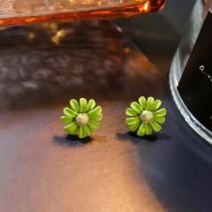 Little Daisy Short Painted Stud Earrings Green