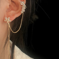 Left Ear 1 Piece Gold Diamond Flower Chain Earring Gold