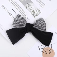 Simple bow lattice spring clip (length 15cm) black