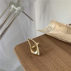 Hollow irregular rings (1.7cm in diameter) gold