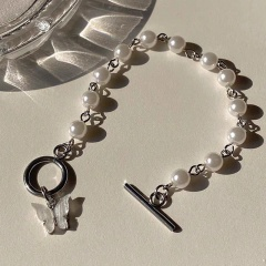 Acrylic butterfly imitation pearl silver bracelet (Circumference: 16cm) white