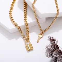 Double exaggerated chain key lock pendant necklace (chain 42-55+5cm) gold